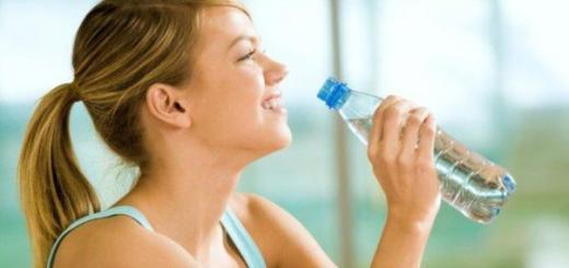Как пить воду, чтобы похудеть?