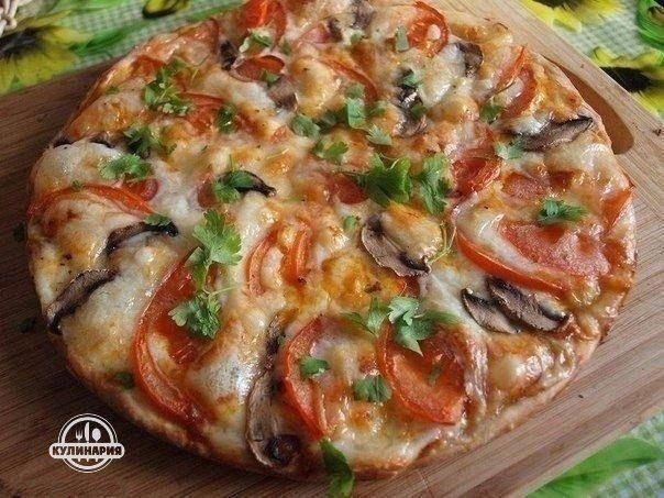 Сырная пицца с вкусным соусом