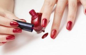 Правила красивого маникюра: как правильно красить ногти?