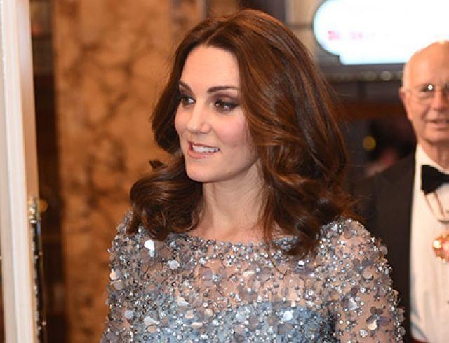 Блестяще: беременная Кейт Миддлтон поразила роскошным платьем от Дженни Пэкхем