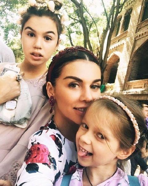 """""""Вокруг света во время декрета"""": Анна Седокова объедет мир с тремя детьми"""