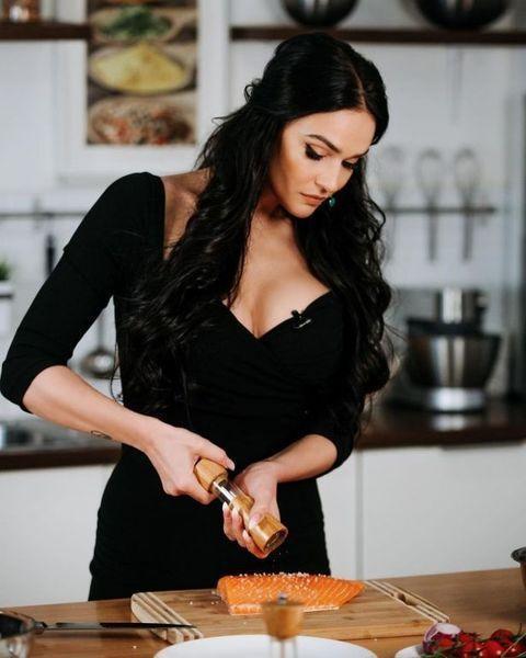"""Алена Водонаева запускает авторскую линейку питания: """"Я разработала идеальное меню для женщин"""""""