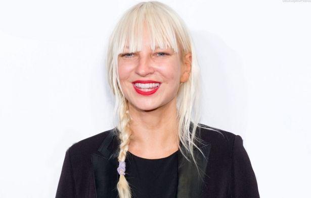 Новогоднее настроение: Sia презентовала новый рождественский клип в ретро-стиле
