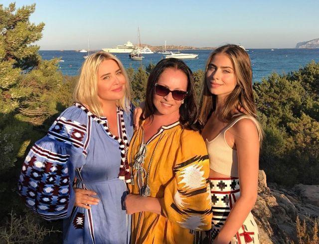 Три поколения женщин Ротару появлись в стильной фотосессии