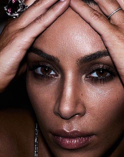 Сексуальная Ким Кардашьян появилась в яркой фотосессии для Violet Grey