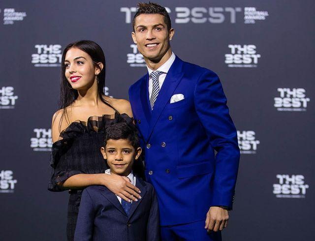В Сети появился первый снимок новорожденной дочери Криштиану Роналду и Джорджины Родригес