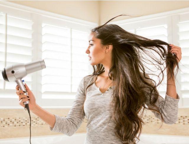 Почему сушить волосы феном обязательно и другие неожиданные открытия от британского доктора (как правильно сушить волосы)