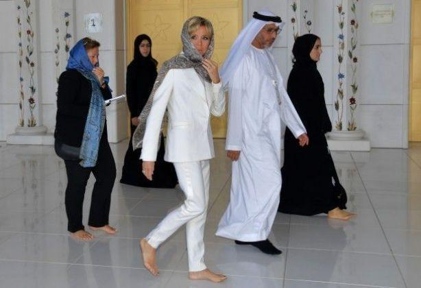 Бриджит Макрон восхитила образом от Louis Vuitton во время посещения мечети