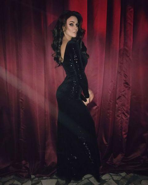 ГИТАРА ГРОМКО РЫДАЕТ: Алена Водонаева покорила точеной фигурой