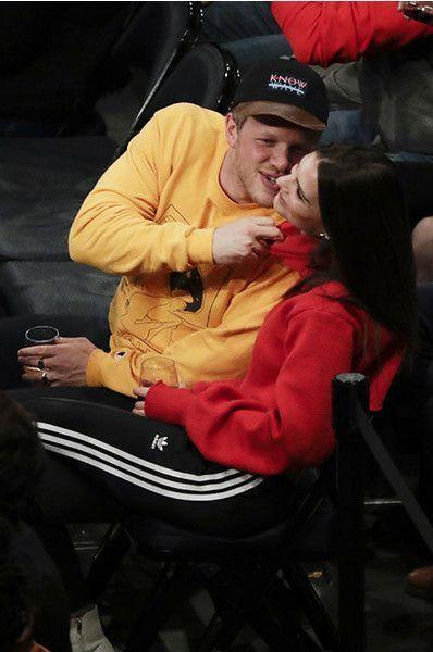 Ратаковски застукали, целующуюся на стадионе с новым бойфрендом