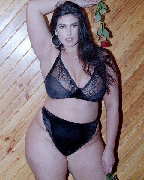Модель поправилась на 30 кг и показала себя в мини-платье