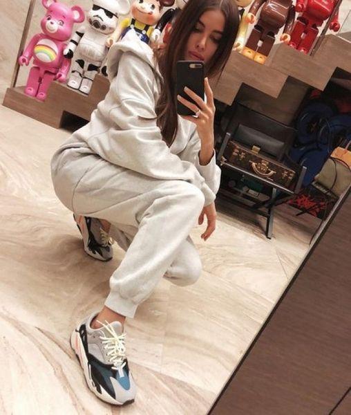 """Анастасия Решетова ответила хейтерам, раскритиковавшим размер её ноги: """"Не у всех такая длинная лапа"""""""