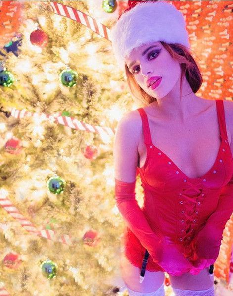 Santa baby! Эшли Грэм и еще 4 звезды поздравили фанатов «голыми» фото