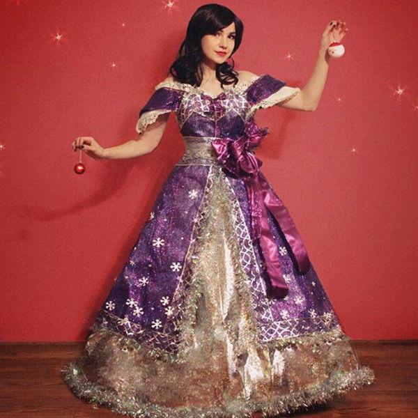 Надо видеть: девушка создает новогодние платья из бумаги