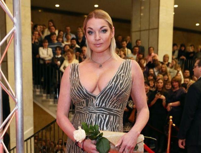 """Анастасия Волочкова оправдалась за глубокое декольте: """"Почему всех так возбуждает Волочкова?"""""""