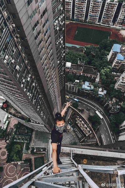 СМЕРТЬ В ПРЯМОМ ЭФИРЕ: руфер сорвался с небоскреба, записав свою гибель на камеру