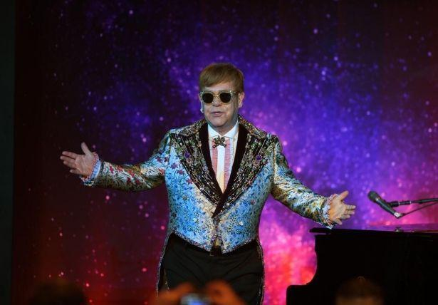 Модное прощание: GUCCI создадут костюмы для последних концертов Элтона Джона