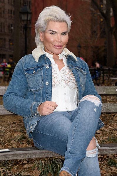 Живой Кен оделся в кружева и стал похож на Барби