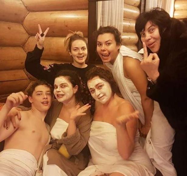 По стопам Волочковой: Наташа Королева устроила жаркую фотосессию в бане