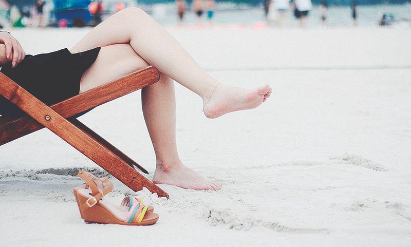 10 способов ухаживать за кожей ног зимой