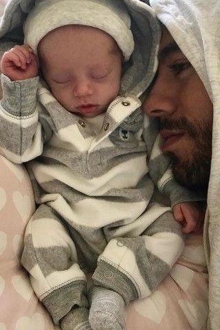 Курникова и Инглесиас впервые показали новорожденных близнецов