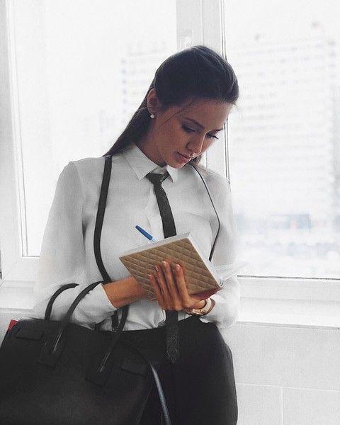 Бузова vs Костенко: в сети спорят, чей образ училки круче