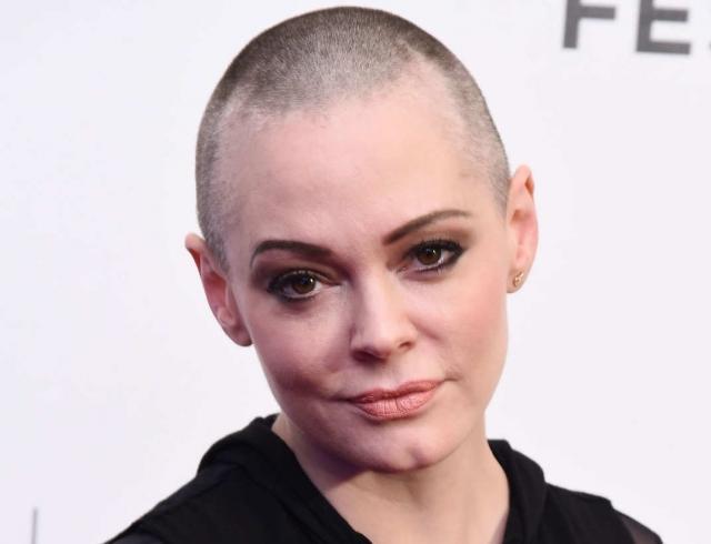 """Роуз МакГоуэн назвала голливудских актрис, пришедших на """"Золотой глобус-2018"""" в черном, лицемерками"""
