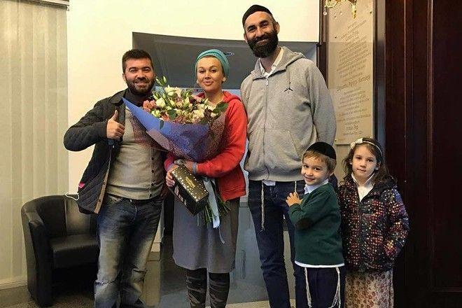 Ярослав Малый бросил родную дочь ради четверых чужих детей