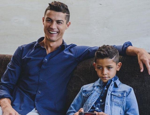 Криштиану Роналду показал подросшего сына в рекламе бренда детской одежды СR7