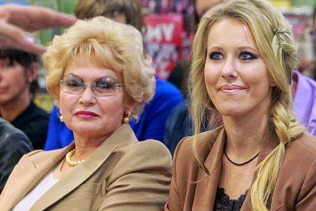 """Ксения Собчак рассказала о регулярной критике мамы: """"Я не хочу, чтобы у меня с сыном было так же"""""""