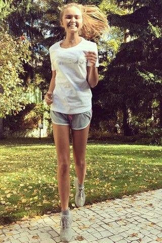Не по возрасту: 10 платьев Стеши Маликовой, за которые ее критикуют