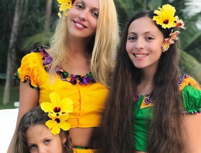 """Оля Полякова трогательно поздравила свою старшую дочь с днем рождения: """"Я так горжусь быть твоей мамой!"""""""