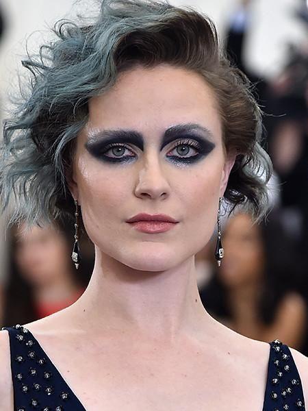 Лохматая и сонная: Нюша показала селфи без макияжа