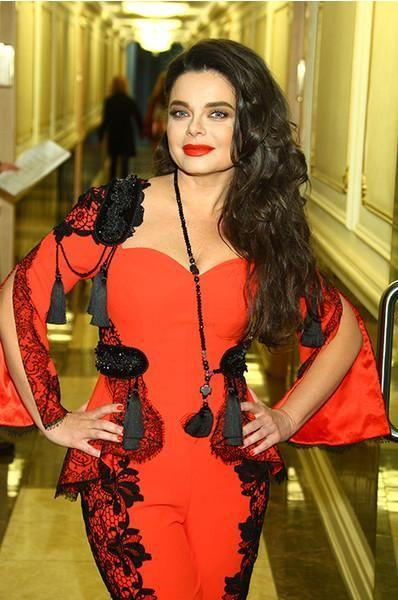 Королева в оранжевом секси-комбинезоне, Галкин в кедах и другие звезды в Кремле