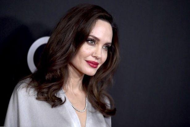 """""""Привлекательный и в возрасте"""": у Анджелины Джоли новый роман"""