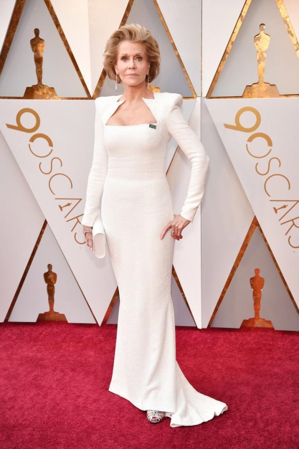 """80-летняя Джейн Фонда поразила роскошным нарядом на красной дорожке премии """"Оскар-2018"""""""