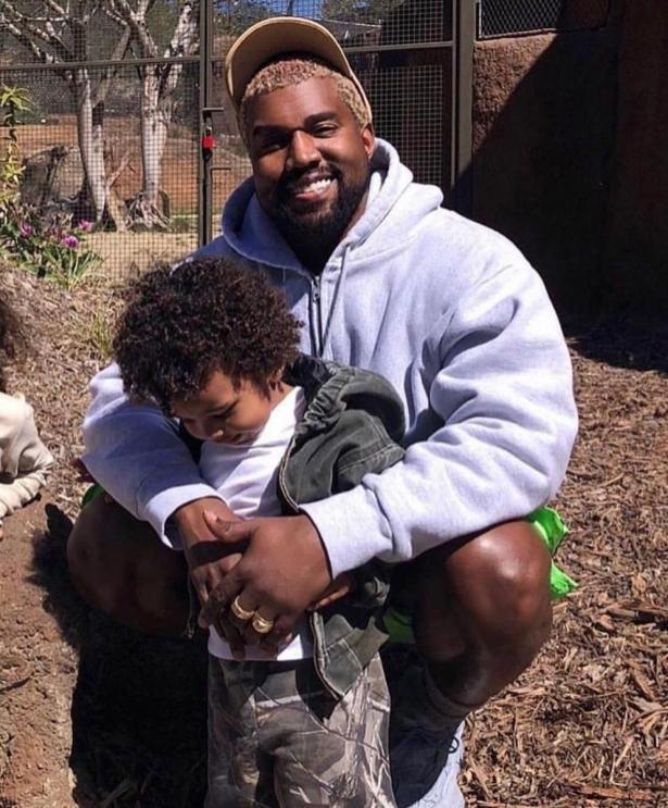 Такие счастливые: Ким Кардашьян и Канье Уэст сходили в зоопарк с детьми (ФОТО)