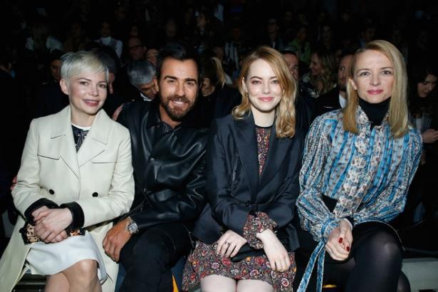 Бывший Дженнифер Энистон засветился в компании известных актрис на Неделе моды в Париже (ФОТО)