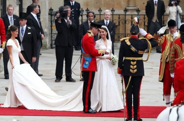 Меган Маркл сэкономит на собственном свадебном платье ради Кейт Миддлтон!