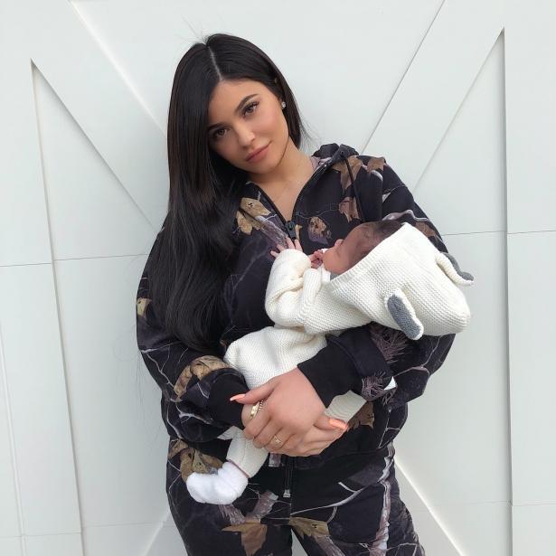 Кайли Дженнер показала подросшую дочь и фигуру после родов (ФОТО)