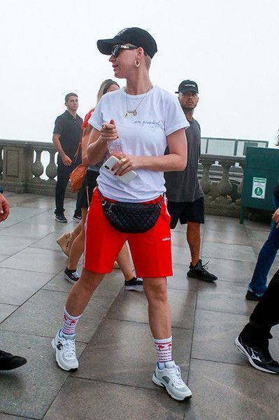 Как футболист: Кэти Перри на прогулке приняли за парня
