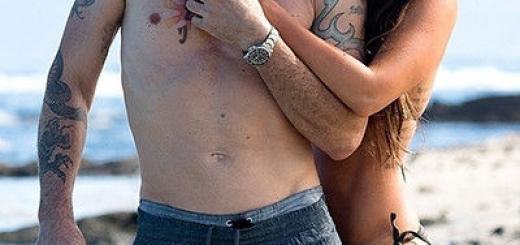 Полуголые и влюбленные: Меган Фокс с мужем на Гавайях
