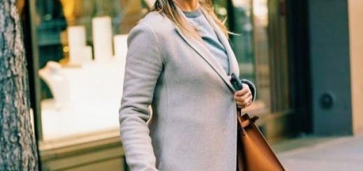 Дженнифер Энистон в casual-образе была замечена в Нью-Йорке (ГОЛОСОВАНИЕ)
