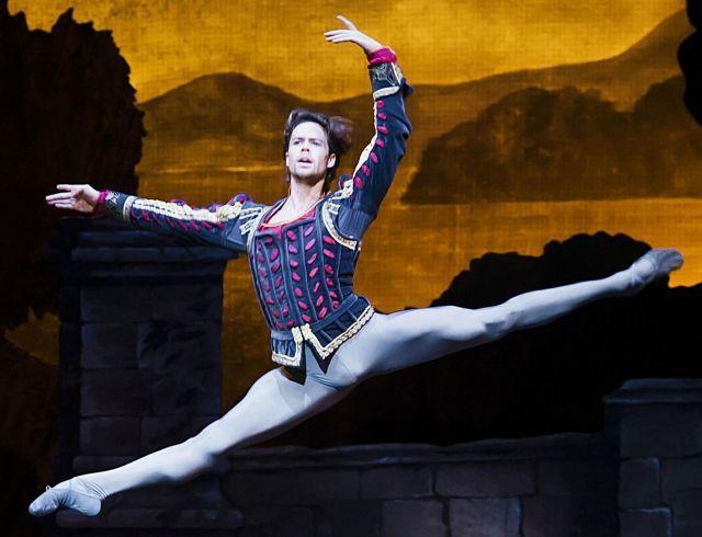 Канадский артист балета станцует новую версию «Лебединого озера» в Киеве