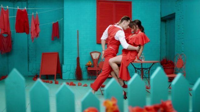 """Оля Цибульская впервые показала мужа: премьера клипа """"Сукня біла"""""""