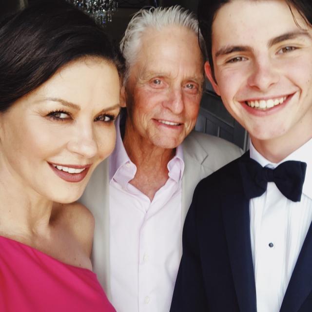 """""""Какой красивый"""": Кэтрин Зета-Джонс показала 17-летнего сына (ФОТО)"""