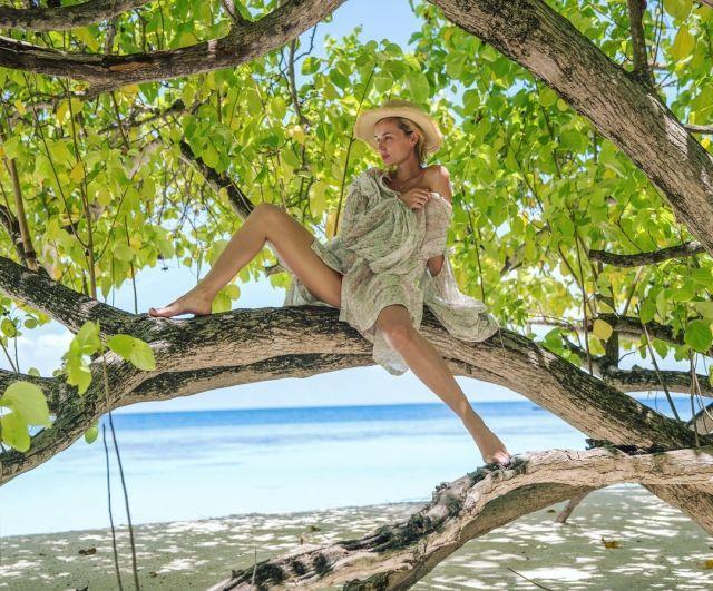 Полину Гагарину на Мальдивах раскритиковали за фото топлес