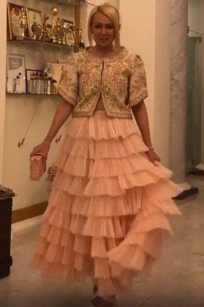 «Платье барыни»: Рудковская похвасталась нарядом