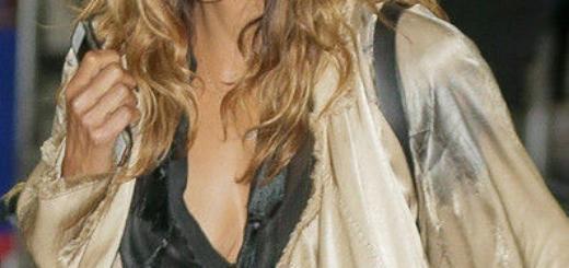 Что за небрежность: Холли Берри стала жертвой модного казуса