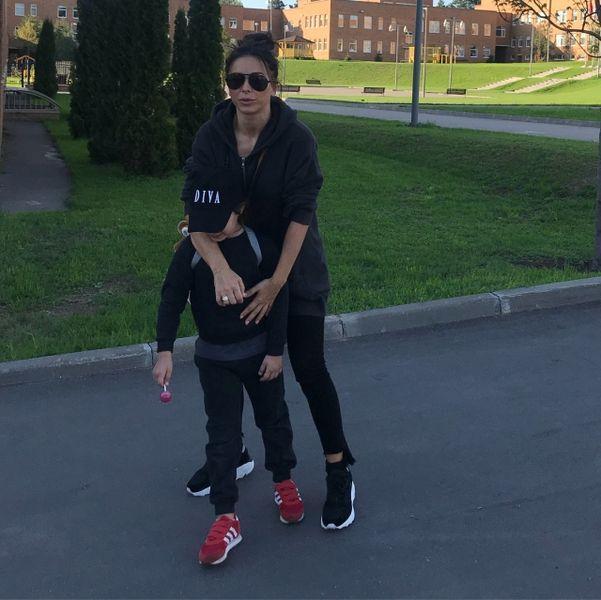 На спорте: Ани Лорак с дочерью продемонстрировали семейный look (ФОТО)